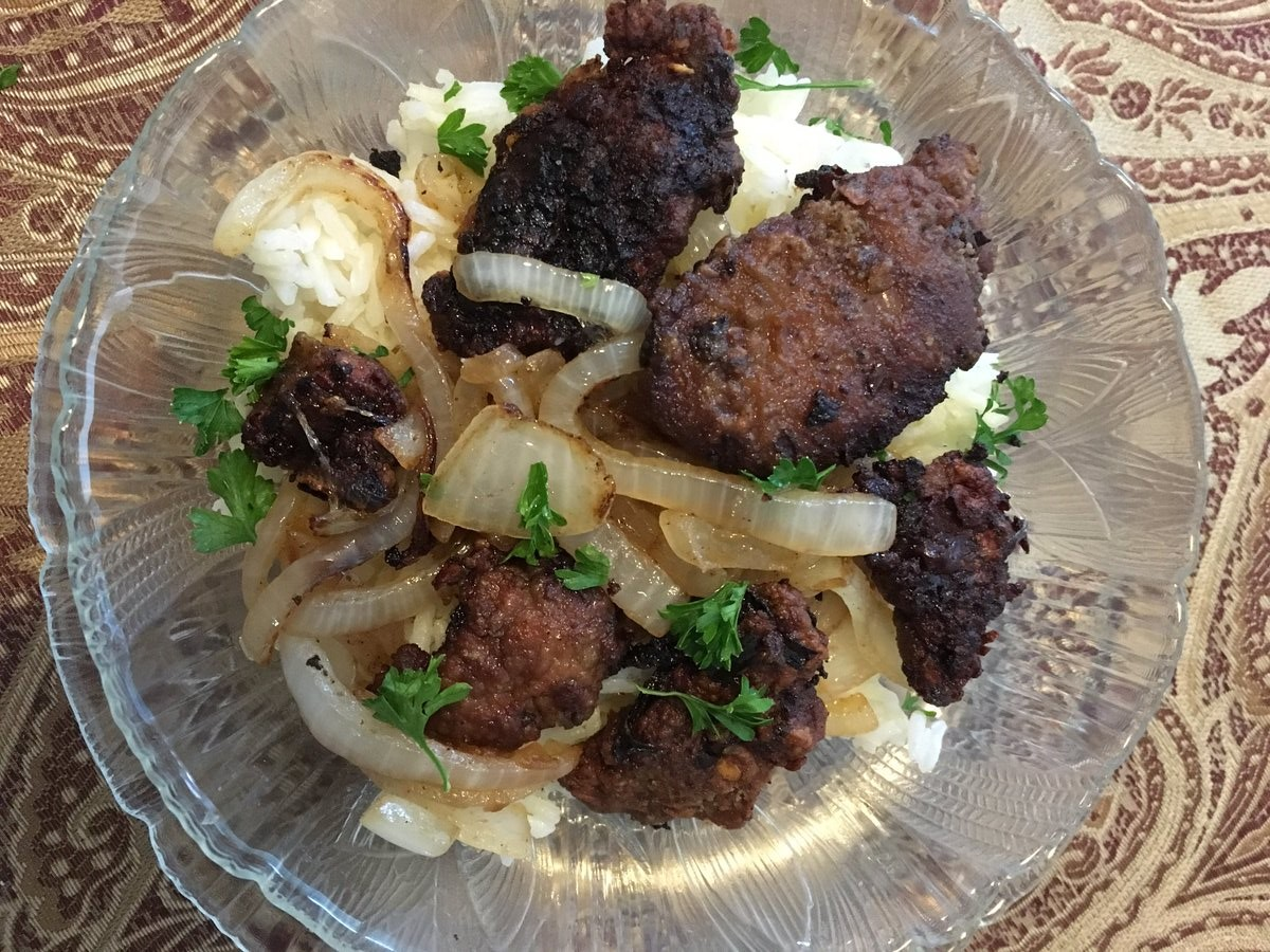 Fried Chicken Livers Recipe with rice and onions. Quick and Easy delicious meal loaded with good nutrition.